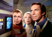 Da sinistra, la mutaforma Maya (Catherine Schell), la dottoressa Helena Russell (Barbara Bain) e il capitano John Koenig (Martin Landau)