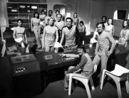 Una foto di gruppo del cast della prima stagione